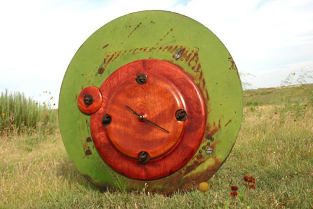 Wingnut Buckle-Down Clock
